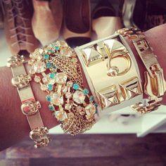 conjunto de accesorios dorados