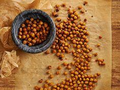 Paahdetut kikherneet: www. Vegan Recepies, My Cookbook, Beans, Food And Drink, Cooking Recipes, Snacks, Baking, Vegetables, Lighter