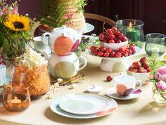 Tiljen tableware and vases by Dagny Fargestudio for Magnor Glassverk Vases, Table Decorations, Tableware, Furniture, Home Decor, Homemade Home Decor, Dinnerware, Dishes, Home Furnishings