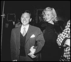 """1948 / C'est accompagnée de Mickey ROONEY que la jeune Marilyn se rend à la Première du film """"The emperor waltz"""" (La valse de l'Empereur) avec Joan FONTAINE et Bing CROSBY en têtes d'affiche."""
