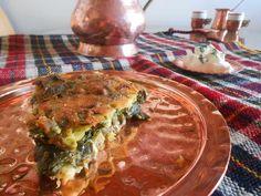 Της Ελευθερίας Μπούτζα Μασόντρα, η βλάχικη ονομασία της λαχανόπιτας (όπως λένε στην Ήπειρο την χορτόπιτα) με καλαμποκάλευρο. Μια πίτα από το Παλαιοχώρι Συρράκου, πρωτότυπη και εύκολη ως προς την κ… Yams, Greek Recipes, Lasagna, Family Meals, Quiche, Cabbage, Recipies, Deserts, Sweet Home