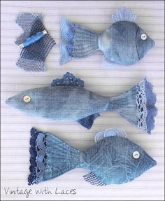 New Cost-Free Upcycled Denim Fish von Vintage with Laces - Tips I love Jeans ! And much more I like to sew my own Jeans. Next Jeans Sew Along I'm going to show Denim And Lace, Artisanats Denim, Denim Skirt, Jean Crafts, Denim Crafts, Fabric Crafts, Sewing Crafts, Sewing Projects, Diy Projects