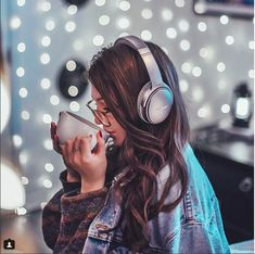 Creative low budget photography idea with lots of bokeh. Fairy Light Photography, Tumblr Photography, Girl Photography Poses, Creative Photography, Pinterest Photography, Film Photography, Fashion Photography, Brandon Woelfel, Photo Instagram