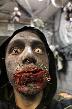 Zombie Make Up für den Zombiewalk München. Die farbigen Kontaktlinsen sind der Hammer! #Zombie_Make_Up