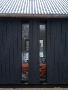 Black House Exterior, Exterior House Colors, Timber Architecture, Garden Architecture, House Windows, Facade House, Cottage Design, House Design, Building Design