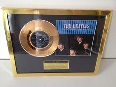 """De Beatles vergulde oorspronkelijke 7"""" Record""""Can't Buy Me Love""""weergegeven In nieuwstaat!!  Goud vergulde 24 kt schijf van de single """"Can't Buy Me Love"""" b/w """"You Can't Do That""""De presentatie draagt een naamplaatje met de titel en artiest herziening en is gehuisvest in een hoge kwaliteit 16 """"x 12""""(35 x 27 cm) goud chroom-fx frameAlleen originele vinylplaten worden gebruikt voor gouden en platina platen die zijn professioneel galvanische(deze onofficiële prijs heeft dezelfde kwalitatief…"""