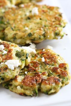 Zucchini and Feta Fritters, a fabulous summer side dish to make great use of in-season zucchini and mint. Side Dish Recipes, Healthy Dinner Recipes, Vegetarian Recipes, Ww Recipes, Breakfast Recipes, Vegetable Side Dishes, Vegetable Recipes, Summer Side Dishes, Thing 1