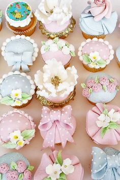 Wanting some uniqueness to your wedding treats? We have a list of the unique wedding cupcake ideas! Wedding Cake Prices, Floral Wedding Cakes, Cool Wedding Cakes, Cupcake Tower Wedding, Wedding Cupcakes, Fancy Cakes, Mini Cakes, Cupcake Images, Cupcake Ideas