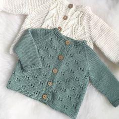 Hei du, lille sommerfugljakke👋🏼 Du er ikke perfekt, men du har gitt meg me. Baby Sweater Patterns, Baby Cardigan Knitting Pattern, Knitted Baby Cardigan, Knitted Baby Clothes, Baby Knitting Patterns, Baby Patterns, Baby Girl Sweaters, Wool Cardigan, Knitting For Kids