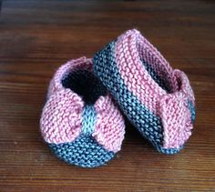 knitted-booties-with-bow - free pattern