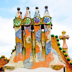 Beautiful Architecture, Art And Architecture, Architecture Details, Gaudi Mosaic, Mosaic Art, Art Nouveau, Antonio Gaudi, Barcelona Travel, Amazing Buildings