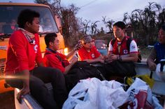 Red Cross volunteers deliver emergency water and food to the city hospital. Red Cross Volunteer, City Hospital, Emergency Water, American Red Cross, Medical News, Young Professional, Fundraising, Philippines, Volunteers