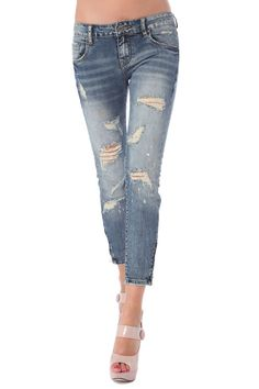 All over distressed slashed ankle jean in high quality fabric - 49,90 € - https://q2shop.com/