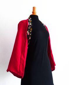 Boléro kimono rouge en tissu japonais fleurs de cerisier