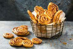 Prussiens mit Rohschinken Valeur Nutritive, Snacks, Onion Rings, Great Recipes, Tapas, Muffin, Appetizers, Bread, Breakfast