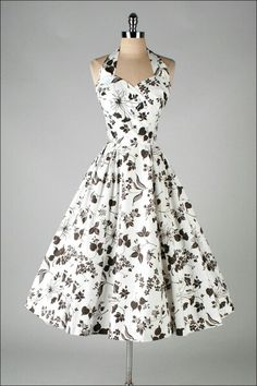Ok, This floral dress. I love vintage dresses! Vestidos Vintage, Vintage 1950s Dresses, Vintage Outfits, Vintage Clothing, Rockabilly Clothing, Pretty Outfits, Pretty Dresses, Beautiful Outfits, Look Fashion