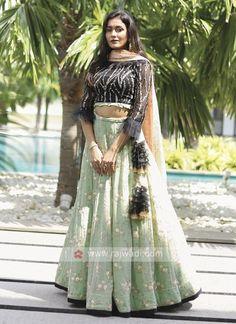 Punjabi Fashion, Indian Fashion Dresses, Dress Indian Style, Indian Outfits, Women's Fashion, Fashion Outfits, Silk Saree Blouse Designs, Lehenga Designs, Gown Party Wear