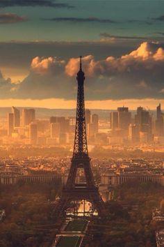 Paris capitale. #sunset #Paris pic.twitter.com/cdmIShLf6s