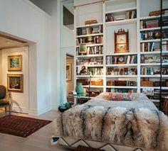 Biblioteca como espaldar de la cama