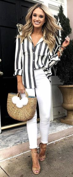 Ideas For How To Wear Spring Outfits Casual White Pants Cute Spring Outfits, Cute Casual Outfits, Spring Outfits Women Over 30, Outfit Summer, Work Outfits, Sneaker Trend, Skirt And Sneakers, White Sneakers, Glamorous Outfits