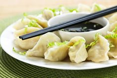 A very traditional Korean dumpling recipe. Typically cooked by boiling, you can also steam the dumplings and eat just as is, or if you prefer, serve them in a broth or soup for a satisfying meal. Dumpling Dipping Sauce, Dumpling Recipe, Dumpling Soup, Steamed Dumplings, Chinese Dumplings, Vegetable Dumplings, Asian Recipes, Ethnic Recipes, Learn To Cook