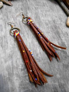 For a date or for a night party, those pretty earrings will embellish your face ! The earrings is composed of stamp leather, seed beads : blue,