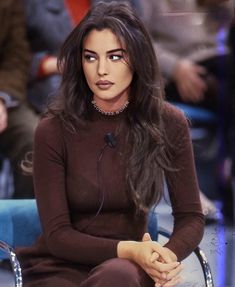 Monica Bellucci Young, Monica Belluci, Actresses With Black Hair, Brunette Beauty, Sexy Older Women, Mannequin, Pretty Face, Female Bodies, Beauty Women