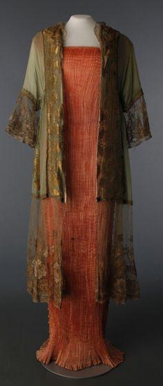 Delphos Dress -- Circa 1919 -- Mariano Fortuny -- Silk w  metal lace -- The  Drexel Heritage Costume Colletcion b35384fdba4