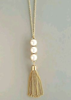 Pearl & gold necklace = classic elegance with a twist