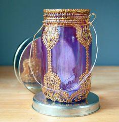 Description : Une lampe marocaine avec un pot en verre . Il est peinturer en mauve avec des détails en or dessus. J'ai choisi cette oeuvre , car je trouvais les détails magnifiques.Je trouve que l'or est une couleur qui fait embellir la couleur de fond. Les détails sont bien appliqués. Je me suis donc inspiré de l'or dans mon projet lampe marocaine