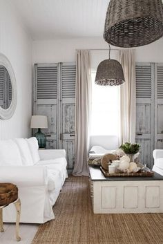 Buitengewoon Binnen Recycled wicker baskets and old shutters create perfect harmony - #New #England #Style