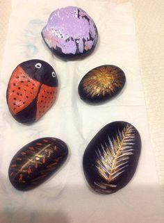 Pedras À venda para contribuição da Associação Academia dos Sentidos