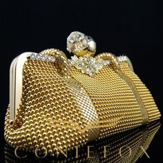 4 Stunning Useful Ideas: Hand Bags And Purses Juicy Couture hand bags diy essential oils.Hand Bags And Purses Juicy Couture hand bags red fashion. Gold Clutch, Clutch Purse, Beaded Clutch, Golden Tote, Shades Of Gold, Gold Fashion, 1930s Fashion, Fashion Vintage, Victorian Fashion