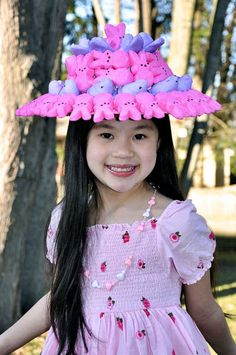 Easter hat ideas - ( for when I have to make an Easter bonnet for club. Crazy Hat Day, Crazy Hats, Easter Peeps, Hoppy Easter, Easter Bunny, Easter Hat Parade, Spring Hats, Easter Activities, Easter Holidays