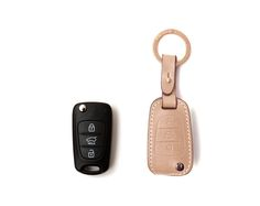 HYUNDAI_KIA 3 BUTTON FOLDING CASE Handmade Buttero Leather Smart Key Cover/Case   -Handmade by: Custom Republic  -Leather: Vegetable leather from Conceria Walpier & Vera Pelle -Attachment pieces: 18K gold satin coating - Colors: natural, yellow, orange, brown, navy, and camouflage -Thread & Stitching: Serafil (from Germany)  -Measurement: 6cm x 15.5cm