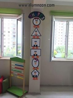 Preschool Activities and Materials Preschool Classroom Decor, Classroom Board, Classroom Displays, Kindergarten Classroom, Kindergarten Activities, Preschool Activities, Class Decoration, School Decorations, Kids Education