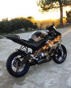🚀🌄 𝓒𝓪𝓶𝓸 𝓢𝓾𝓷𝓼𝓮𝓽 🌄🚀. . #YZFR125 #SUNSET . . Cada dia me sorprenden mas las fotos del iPhone X 😳🔥🥳. . ••••••••••YZF R125••••••••••. #Yamaha… 125cc Motorbike, Motorbike Girl, Racing Motorcycles, Motorcycle Bike, Custom Motorcycles, Custom Baggers, Motorcycle Quotes, Yamaha Super Bikes, Yzf R125