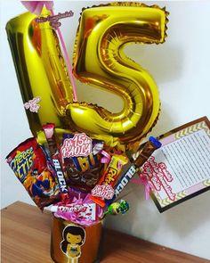 10 ideas de arreglos de 15 años Balloon Bouquet, Ideas Para, Birthday Candles, Balloons, Toilets, Diy, Balloon Arrangements, 15 Years, Amor