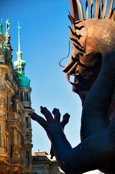 China Tage Hamburg-Im Zeichen des Drachens:  Unbestritten fasziniert Europäer die Jahrtausende alte chinesische Kultur aber man sollte nicht vergessen das im Land der Mitte die MENSCHENRECHTE keine Bedeutung haben. Andersdenkende werden ins Gefängnis gestellt unter Menschenunwürdigen mitteln.Umweltaspekte werden rigoros ignoriert zum Leidwesen der der Menschen und der Umwelt. Deswegen sehe ich diese China Tage in Hamburg mehr als skeptisch an.