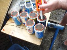 How to make a solar heater with cans bioguia Eco Energie, Solaire Diy, Installation Solaire, Emergency Preparedness Kit, Solar Heater, Solar Energy, Toothbrush Holder, Solar Panels, Projects To Try