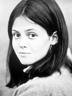 Sigourney Weaver (born October 8 is an American actress. Her uncle Doodles Weaver was a comedian and actor. Celebrities Then And Now, Young Celebrities, Celebs, Young Actors, Photo Star, Sean Penn, Catherine Deneuve, Jolie Photo, Rare Photos