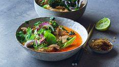 Nudelsuppe med kylling, rød karri og kokos Always Hungry, Food Inspiration, Thai Red Curry, Food To Make, Nom Nom, Squash, Food And Drink, Healthy Eating, Asian