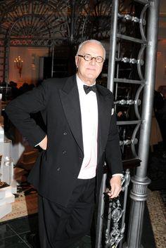 Stella McCartney Wins Designer of the Year Award: Manolo Blahnik