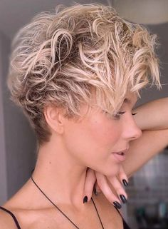 Fantastic Short Curly Pixie Hair Cuts for Women 2021 Pixie Haircut Styles, Short Curly Pixie, Curly Pixie Hairstyles, Popular Short Hairstyles, Thin Hair Haircuts, Short Pixie Haircuts, Cute Hairstyles For Short Hair, Girl Haircuts, Short Hair Cuts