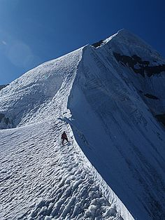 Ridge to the summit of Pequeno Alpamayo, Cordillera Real, Andes Mountains, Bolivia