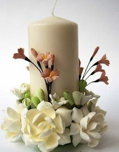 Velones hermosos Polymer Clay Flowers, Ceramic Flowers, Polymer Clay Crafts, Homemade Candles, Diy Candles, Candle Arrangements, Floral Arrangements, Candle Making Business, Candle Art