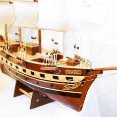 Drewniany model żaglowca, stylowy model sławnego żaglowca z drewna - morski gustowny element wystroju wnętrz, prestiżowa marynistyczna dekoracja zarówno biura jak i domu, przedmiot w żeglarskim stylu nadający klasy każdemu pomieszczeniu, ponadczasowy żeglarski prezent, stylowy morski upominek, gustowny marynistyczny dodatek, prezent dla Żeglarza http://sklep.marynistyka.org/modele-jachtow-i-zaglowcow-c-7.html http://marynistyka.eu #Marynistyka