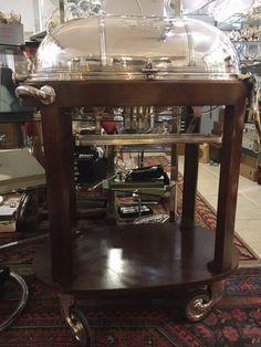 Table à boeuf, ancienne, en métal argenté, avec structure en bois teinté acajou - Argenterie d'Antan