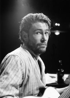 Peter O'Toole with a beard and a guitar. Yay!