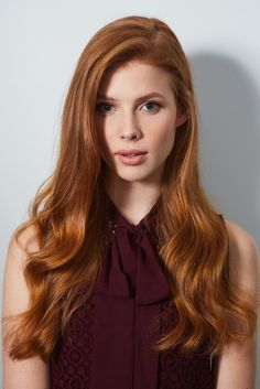 What do you say we take a closer look at the wavy red hairstyles? 5 wavy red hair models that we have chosen for you! Redheads are so lucky! Because the wavy hairstyles fit them well. Red Hair Model, Hair Models, Perfect Blowout, Pretty Redhead, Red Hair Woman, Beautiful Red Hair, Long Red Hair, Dark Hair, Copper Hair